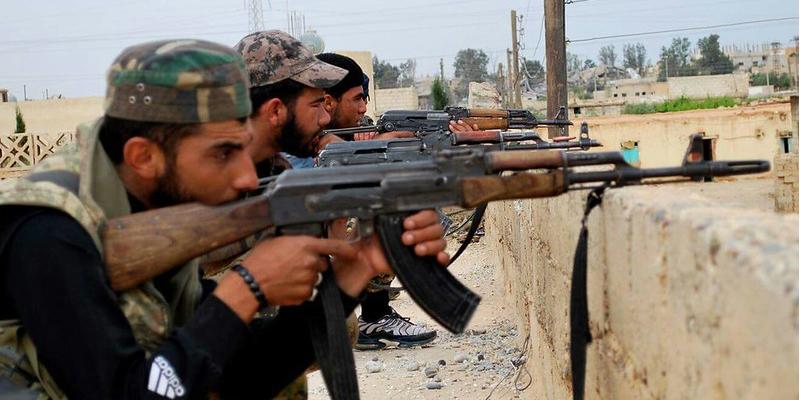 La imagen tiene un atributo ALT vacío; su nombre de archivo es milicianos-ypg-kurdas.png